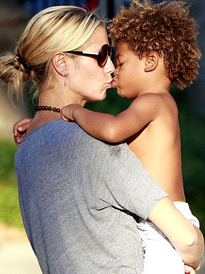 seal and heidi klum children pictures. STOLEN SMOOCHES photo | Heidi