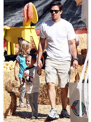 MINI ENTOURAGE photo | Mark Wahlberg