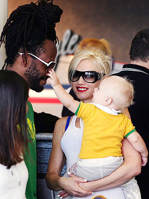 GETTING NOSY photo | Gwen Stefani