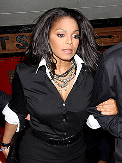 Janet Jackson Grabs Cocktails with Girlfriends