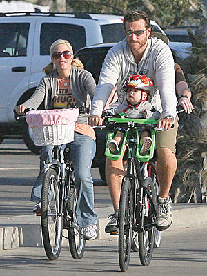 DON'T STRESS YOUR BABY WEIGHT photo | Tori Spelling