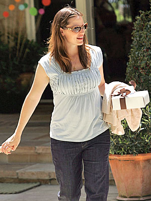 LOSE YOUR 'BABY' FAT photo | Jennifer Garner
