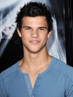 Meet the Wolf Pack of New Moon| The Twilight Saga, Taylor Lautner