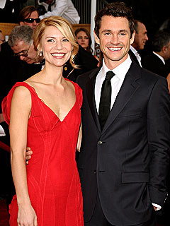 Claire Danes & Hubby Enjoy Poolside Coffee | Claire Danes, Hugh Dancy