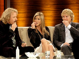 Jennifer Aniston and Owen Wilson Chow on Dog Treats | Jennifer Aniston, Owen Wilson