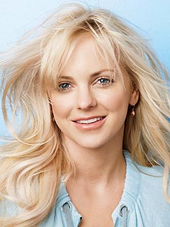 Anna Faris's Advice for Embarrassing Situations: Grin and Bear It