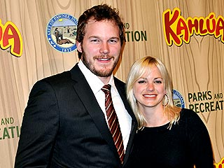 Anna Faris Catches a Concert with Her Hubby   Anna Faris