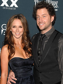 Reps: Jennifer Love Hewitt and Jamie Kennedy Not