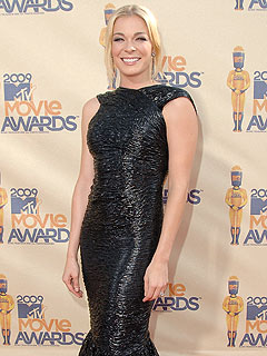 Police Question LeAnn Rimes in Traffic Accident
