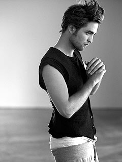 PHOTO: Robert Pattinson Gets Unwrapped