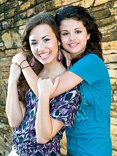 Selena Gomez & Demi Lovato Crash a Prom