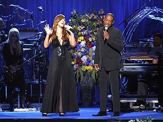 Mariah Carey Sings Jackson 5′s 'I'll Be There' at Memorial