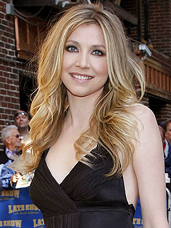 Scrubs Star Sarah Chalke Is Pregnant