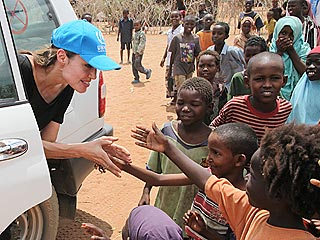 PHOTOS: Angelina Jolie Reaches Out to African Refugees| Good Deeds, Angelina Jolie