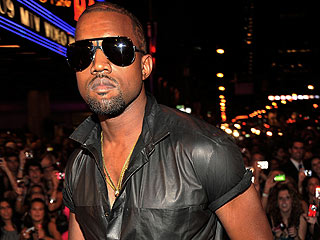 Kanye West Apologizes to Taylor Swift