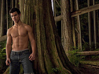 PHOTO: Prepare to Howl Over Taylor Lautner in New Moon