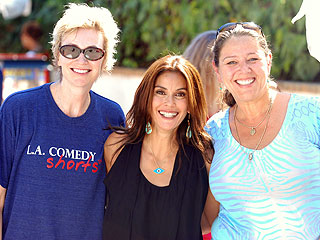 Teri Hatcher Hosts Hollywood-Style Garage Sale | Teri Hatcher