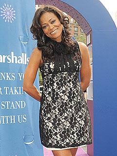 Abuse Victim Robin Givens Says Rihanna Should 'Take Her Time'