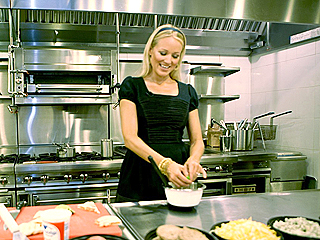 FIRST PHOTO: Jewel Is a Real Dish (at Denny's) | Jewel