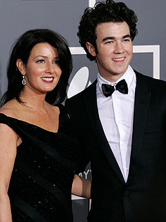 Jonas Mom: Kevin Picked the 'Right Girl'| Jonas Brothers, Kevin Jonas