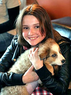 Meet Abigail Breslin's New Puppy Ellie!