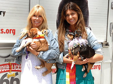 Spotted: Lisa and Brittny Gastineau Ham It Up for Homeless Pets