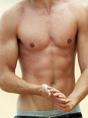 He's not a school boy anymore! Who is the owner of this well-defined chest? | Zac Efron