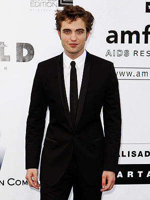 How much did someone pay for a kiss from Robert Pattinson at an amfAR auction? | Robert Pattinson