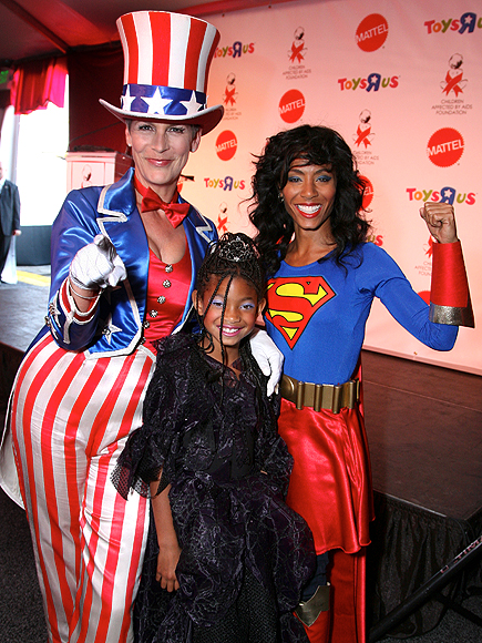 JAMIE LEE CURTIS, JADA PINKETT-SMITH AND WILLOW SMITH photo | Jamie Lee Curtis Cover, Jada Pinkett Smith