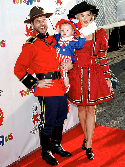 JASON PRIESTLEY & FAMILY photo | Jason Priestley