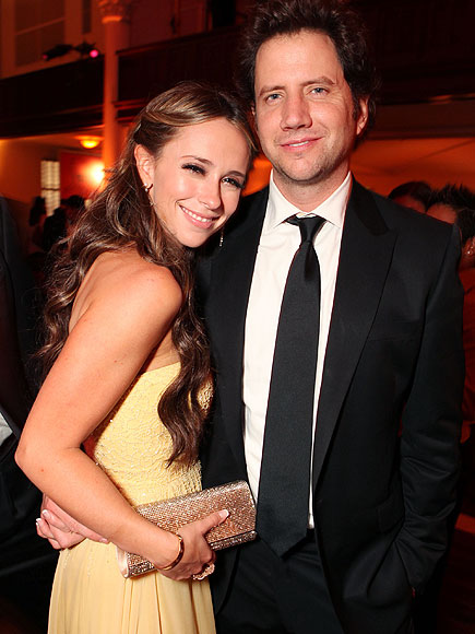 PARTY SNUGGLE photo | Jamie Kennedy, Jennifer Love Hewitt