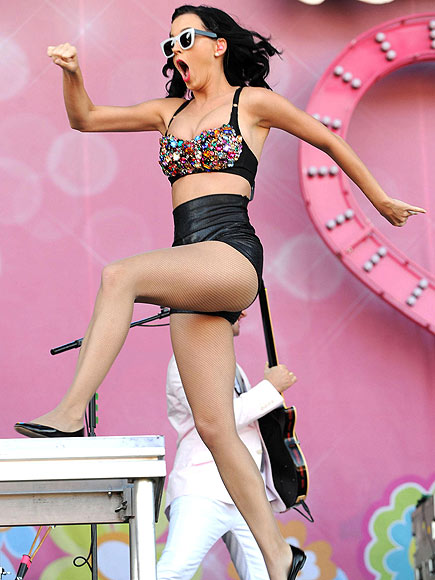 KATY JUMPS ROPE photo | Katy Perry