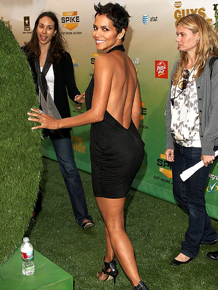 BACK IT UP! photo | Halle Berry