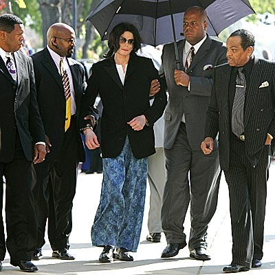AN ECCENTRIC STAR:  DRESSED FOR COURT photo | Michael Jackson
