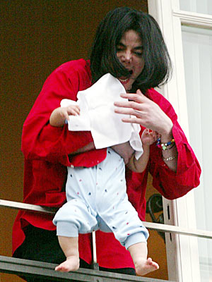 AN ECCENTRIC STAR:  TROUBLE IN BERLIN photo   Michael Jackson