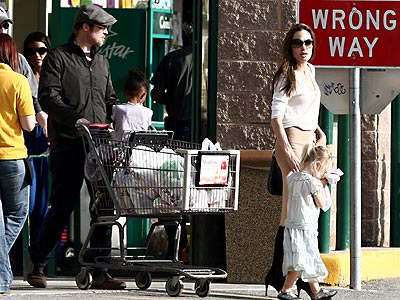 FOOD SHOPPING photo | Angelina Jolie, Brad Pitt