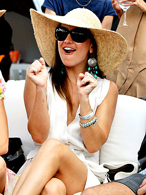 WATCHING POLO photo | Kate Hudson