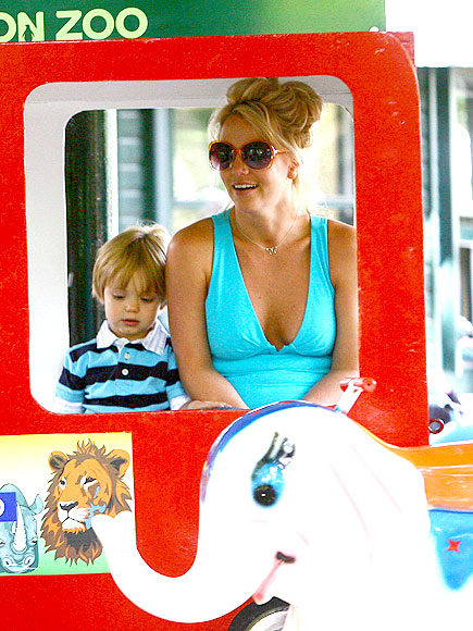 GOING TO THE ZOO photo | Britney Spears