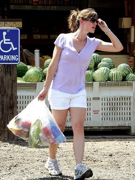 GROCERY SHOPPING photo | Jennifer Garner