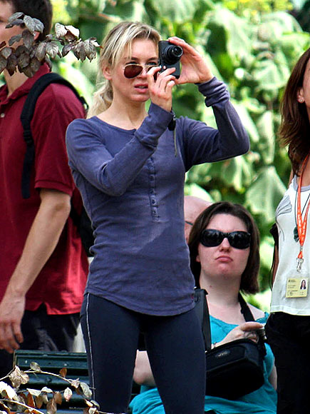 TAKING A PHOTO photo | Renee Zellweger