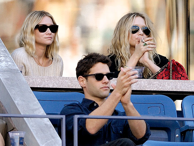WATCHING TENNIS photo | Ashley Olsen, Justin Bartha, Mary-Kate Olsen