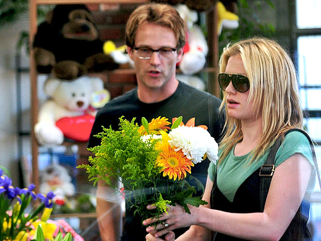 BUYING FLOWERS photo | Anna Paquin