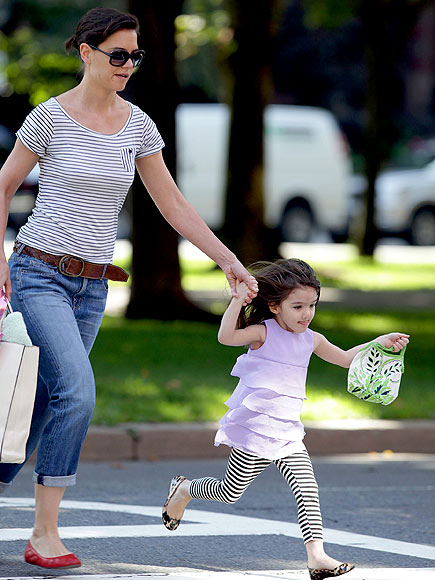 PLAYING IN THE PARK photo | Katie Holmes, Suri Cruise