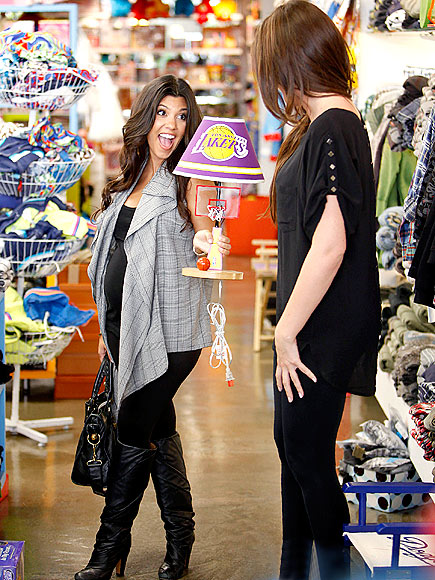 SOUVENIR SHOPPING photo | Kourtney Kardashian