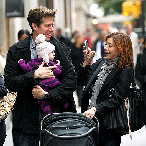 SNAPPING PICS photo | Alyson Hannigan
