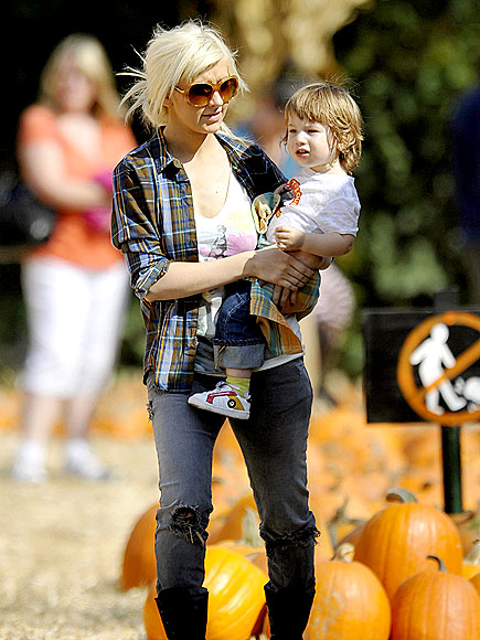 PUMPKIN PICKING photo | Christina Aguilera