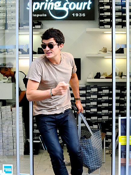 SHOE SHOPPING photo | Orlando Bloom