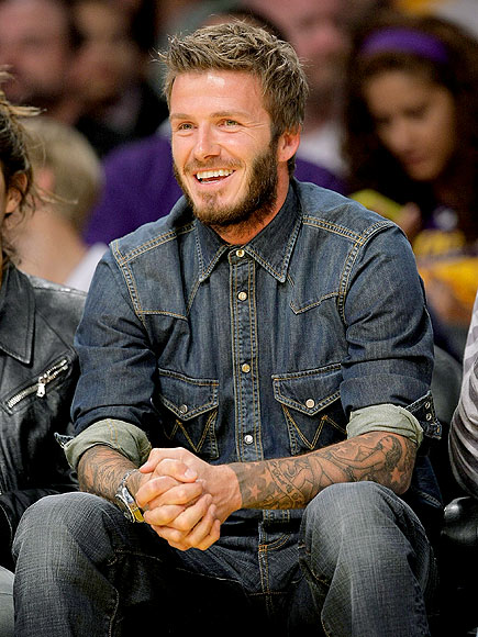 WATCHING BASKETBALL photo | David Beckham