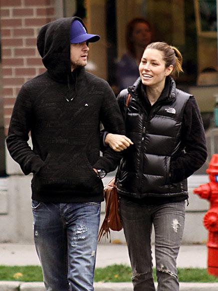 STROLLING photo | Jessica Biel, Justin Timberlake