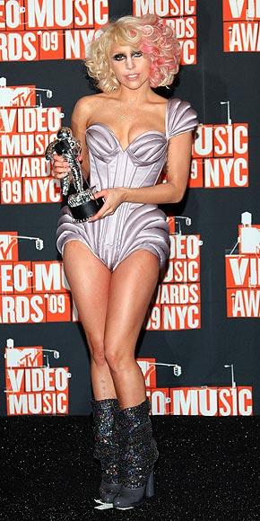 BACKSTAGE photo | Lady Gaga